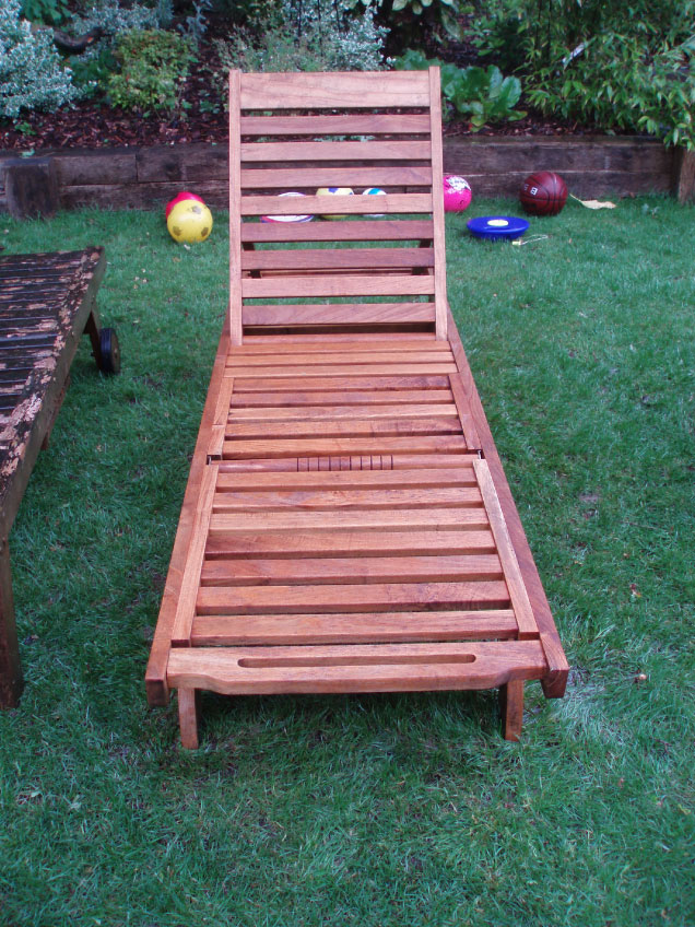 Garden-Furniture-and-Decking-after-cleaning